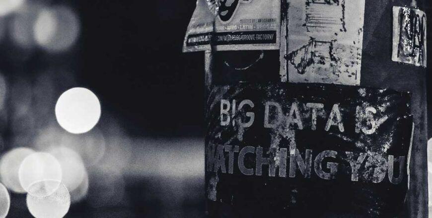 RGPD et protection des données personnelles affiche Big Data is watching you